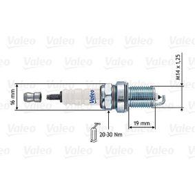 Spark Plug Electrode Gap: 0,7mm with OEM Number 7700260637