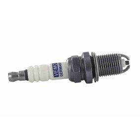 Spark Plug Electrode Gap: 0,9mm with OEM Number 7700 500 168