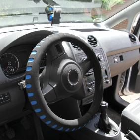 596400 Steering wheel cover for vehicles