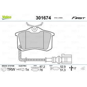 Bremsbelagsatz, Scheibenbremse VALEO Art.No - 301674 OEM: 5K0698451B für VW, AUDI, SKODA, SEAT, SMART kaufen